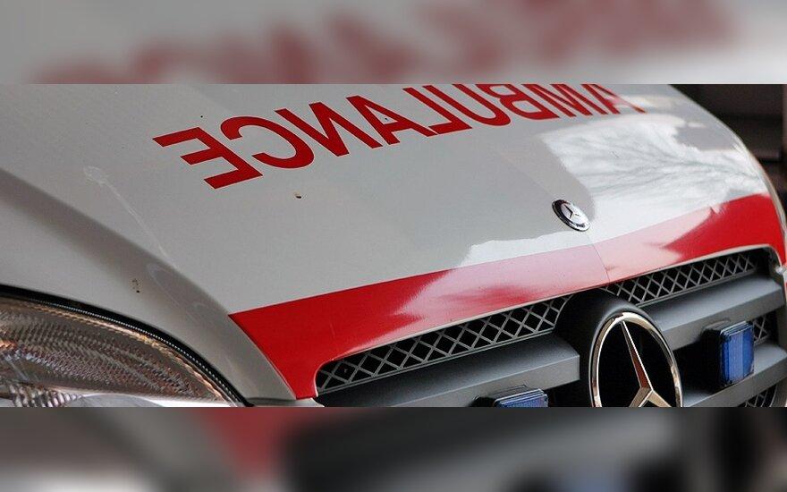 """Nelaimė Klaipėdoje – įmonėje """"CSUB LT"""" ant žmonių nukrito betono blokas"""