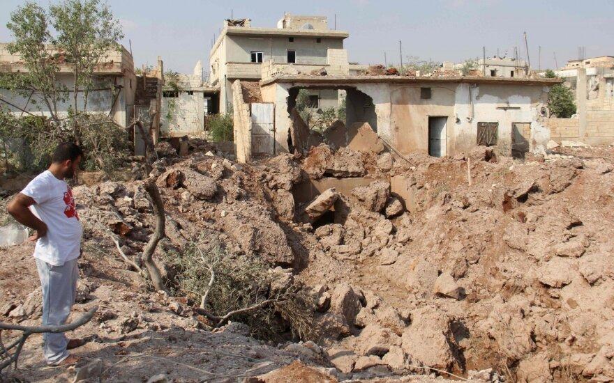 """Tillersonas: JAV kariai liks Sirijoje ne tik dėl kovos su """"Islamo valstybe"""""""