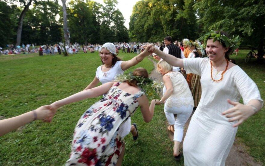 Verkių parke - tradicinės Rasos šventės linksmybės