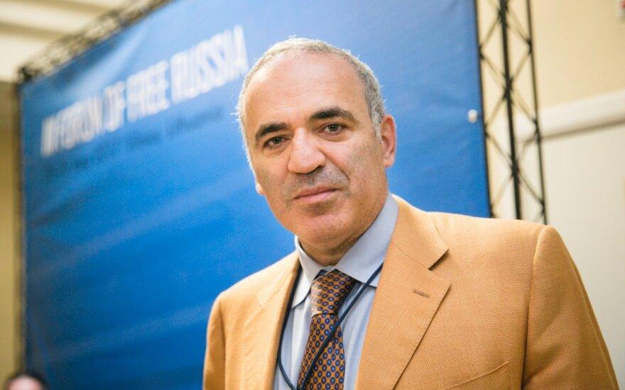Garis Kasparovas ragina užsienio politikus nedalyvauti pasaulio futbolo čempionate Rusijoje