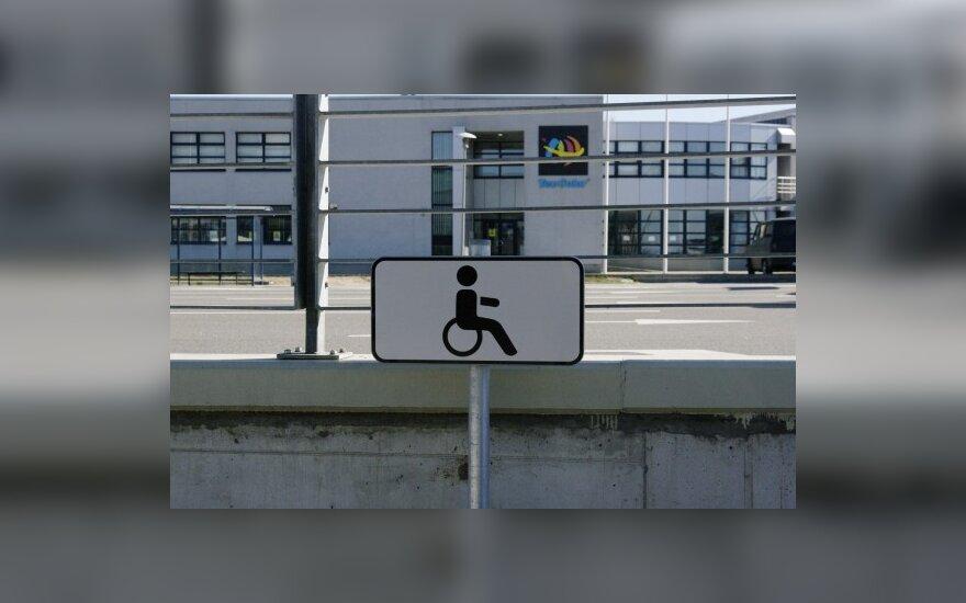 Valstybės institucijos neįgaliesiems – nesvetingos