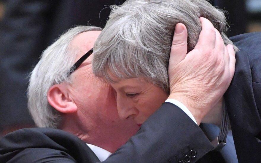 Jeanas-Claude'as Junckeris, Theresa May