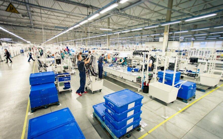 """Klaipėdoje plečiasi """"Yazaki"""": ieško 400 naujų darbuotojų"""