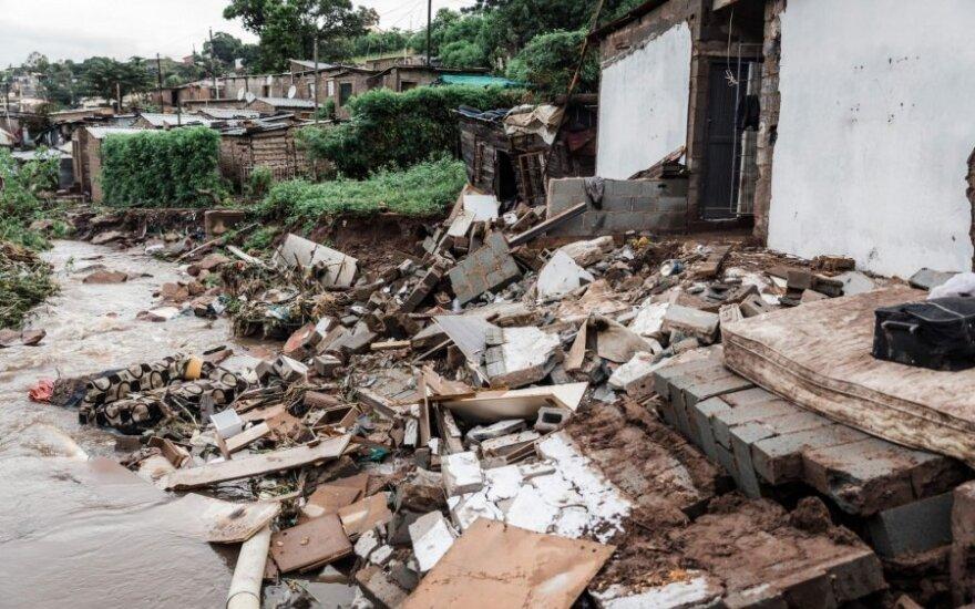 PAR per potvynius ir žemės nuošliaužas žuvo 33 žmonės, dingo 10 vaikų