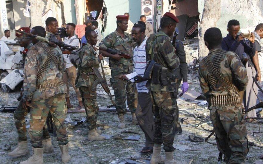 """Somalio kariai apžiūri """"al Shabab"""" išpuolio vietą"""