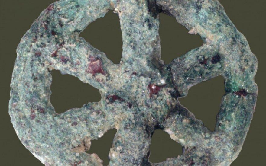 Mokslininkai išsiaiškino svarbią detalę, susijusią su paslaptingu 6 tūkst. m. amuletu