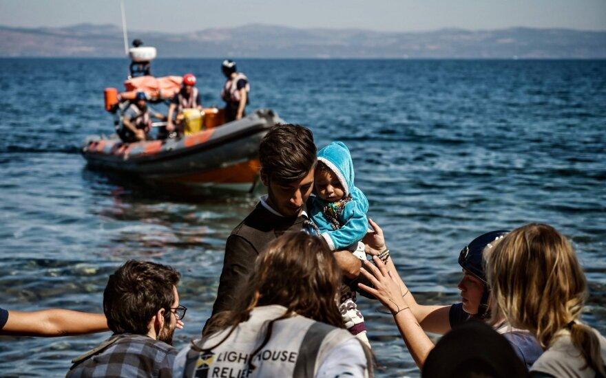 Turkijos pasieniečiai išgelbėjo Egėjo jūroje 15 migrantų, tebeieško dingusio kūdikio