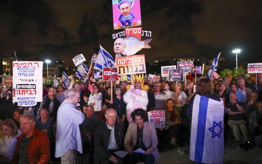 Tūkstančiai izraeliečių reikalavo korupcija kaltinamo premjero atsistatydinimo