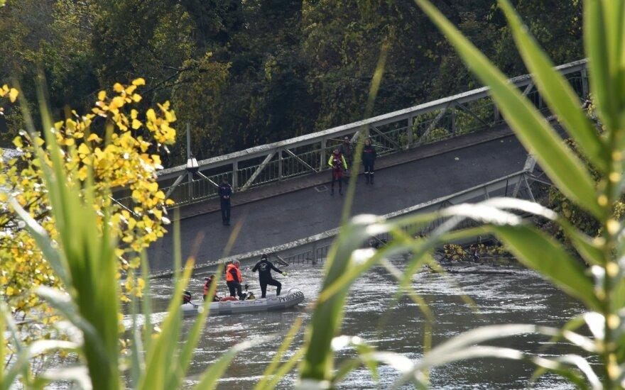 Tragedija Prancūzijoje: sugriuvo du miestus jungiantis tiltas, žuvo paauglė ir sunkvežimio vairuotojas