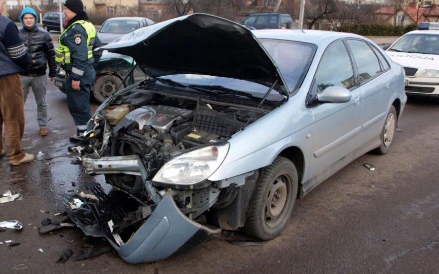"""Kaune per """"Citroen"""" ir """"VW Passat"""" avariją sužeista moteris"""
