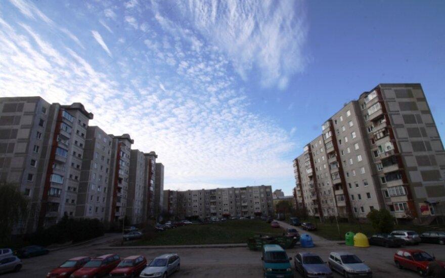 Vieno buto skola krito ant visų daugiabučio gyventojų pečių