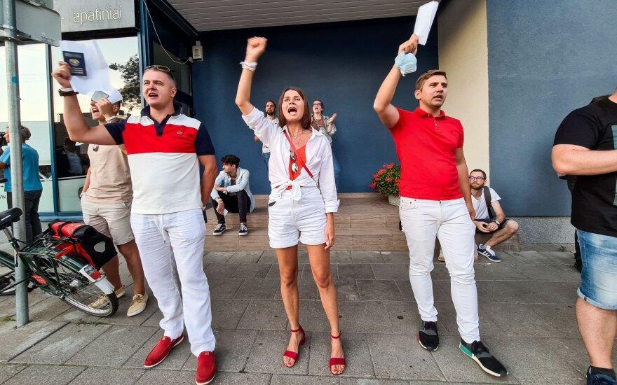 Keli šimtai žmonių Vilniuje išreiškė solidarumą protestuojantiesiems Baltarusijoje
