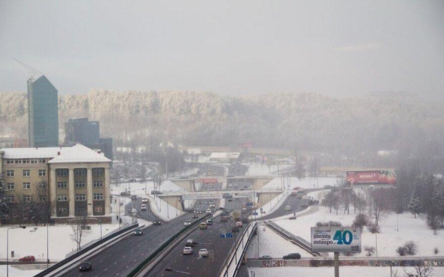 """Atmosferos """"pokštas"""": Vilniaus centrą apgaubė tirštas rūkas"""
