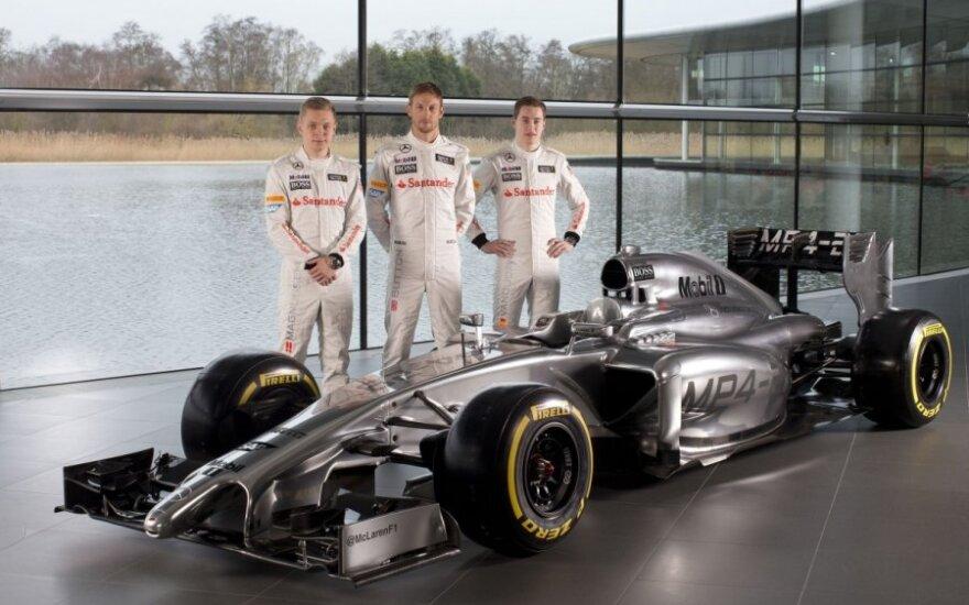 """Kevinas Magnussenas, Jensonas Buttonas ir Stoffelis Vandoorne'as prie """"McLaren MP4-29"""""""