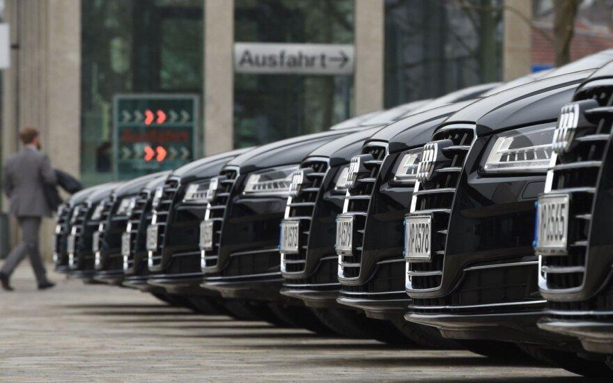 """Pareigūnai apsilankė """"Audi"""" būstinėje"""