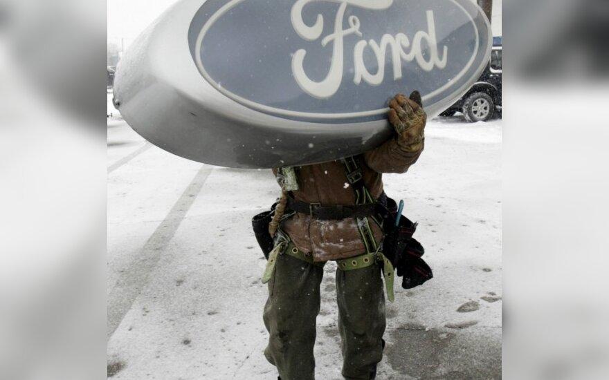 """""""Ford"""" darbuotojams siūlo 70 tūkst. JAV dolerių siekiančias išeitines kompensacijas"""