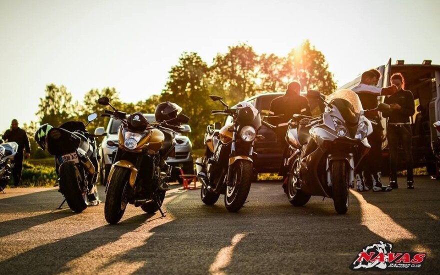 Motociklininkai lenktyniaus Kauno gatvėse
