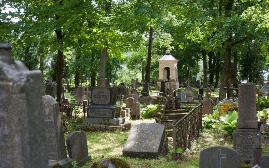 Kodėl aš nesilankau kapinėse