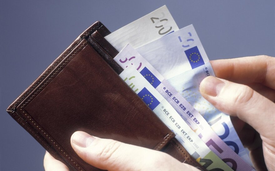 Siūlymą MMA didinti iki 500 eurų Trišalė taryba svarstys vėliau