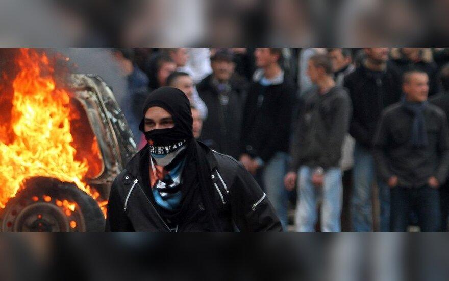 Albanijos viltis tapti ES nare temdo žudynės šalies sostinėje