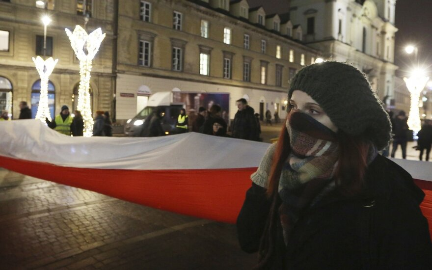 Skambina pavojaus varpais: demokratijai Lenkijoje iškilo reali grėsmė
