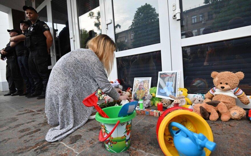Girtų policininkų nušauto penkiamečio gedintys ukrainiečiai įpykę, įtariamojo žmona pareiškė – kalti tėvai