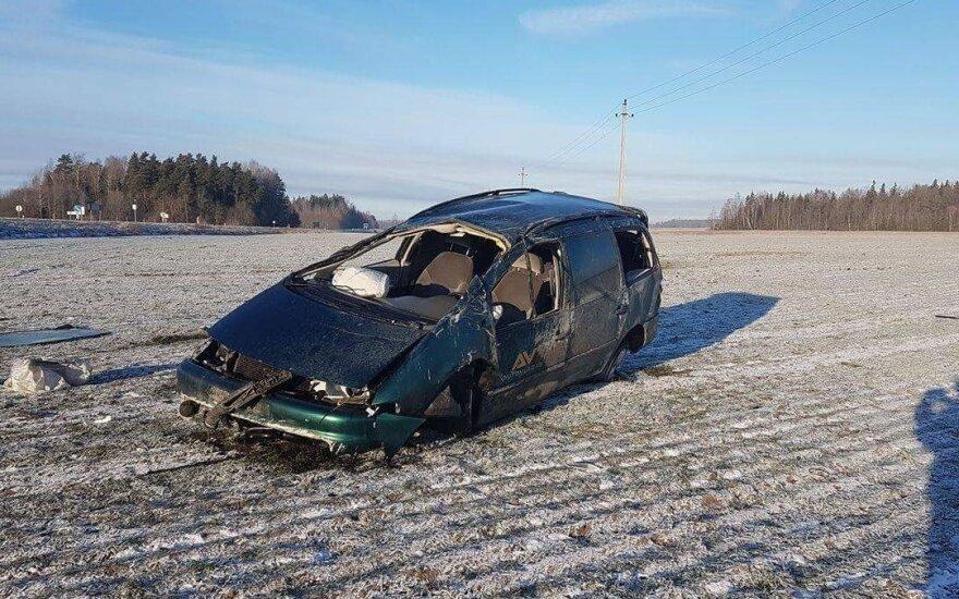 Mažeikių rajone automobilis vertėsi kelis kartus, vairuotojas žuvo