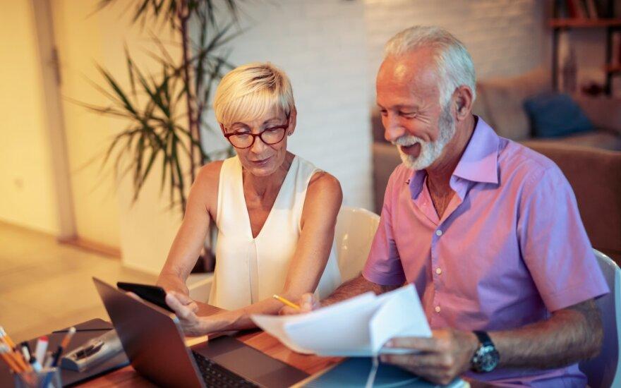Auga susidomėjimas vyresnių žmonių įdarbinimu – jie turi išskirtinių savybių, tačiau dažnai patys sau kiša koją