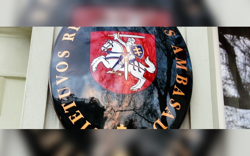 Ketinama uždaryti tris Lietuvos ambasadas