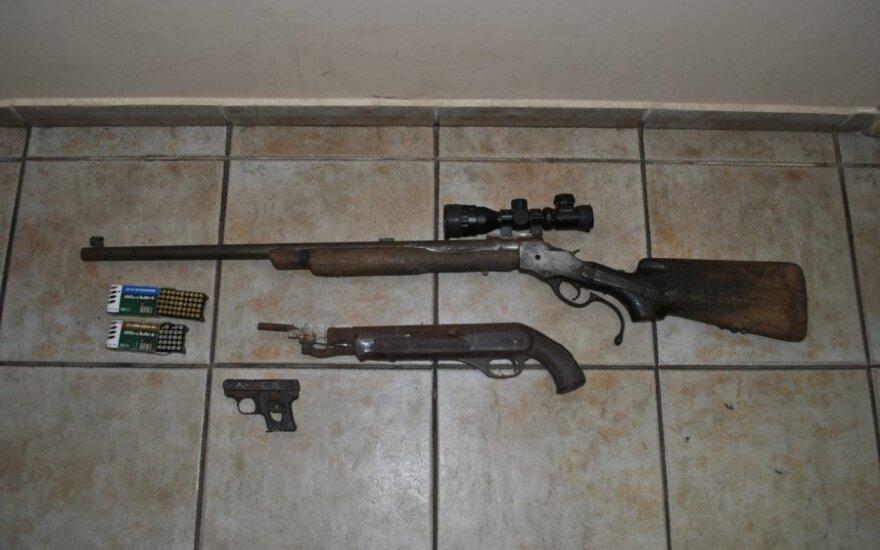 Per kratą lazdijiškio namuose rasti trys ginklai