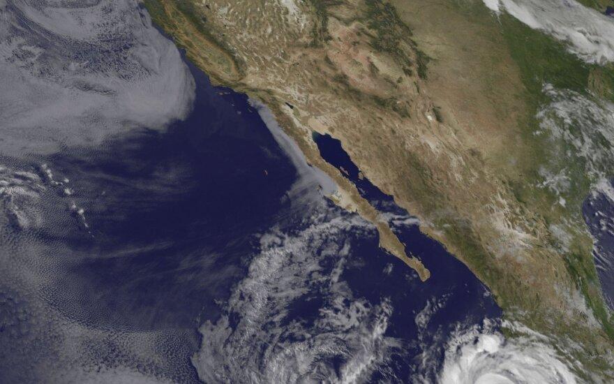 """Meksikos link artinasi stiprėjantis uraganas """"Bud"""""""