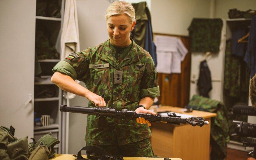 Karės kelią pasirinkusi mergina: nesutinku, kad šauktinių tarnyba sujaukia gyvenimą