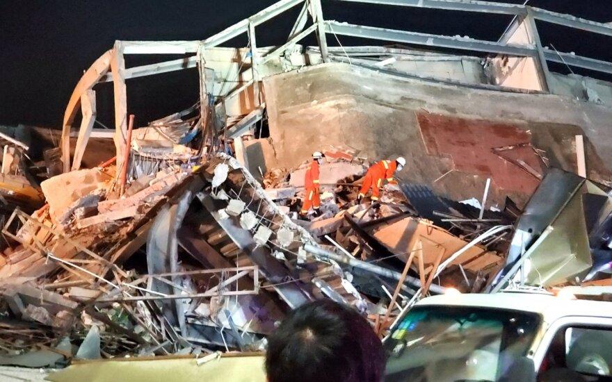 Kinijoje sugriuvus karantinuotų asmenų viešbučiui skaičiuojami žuvusieji
