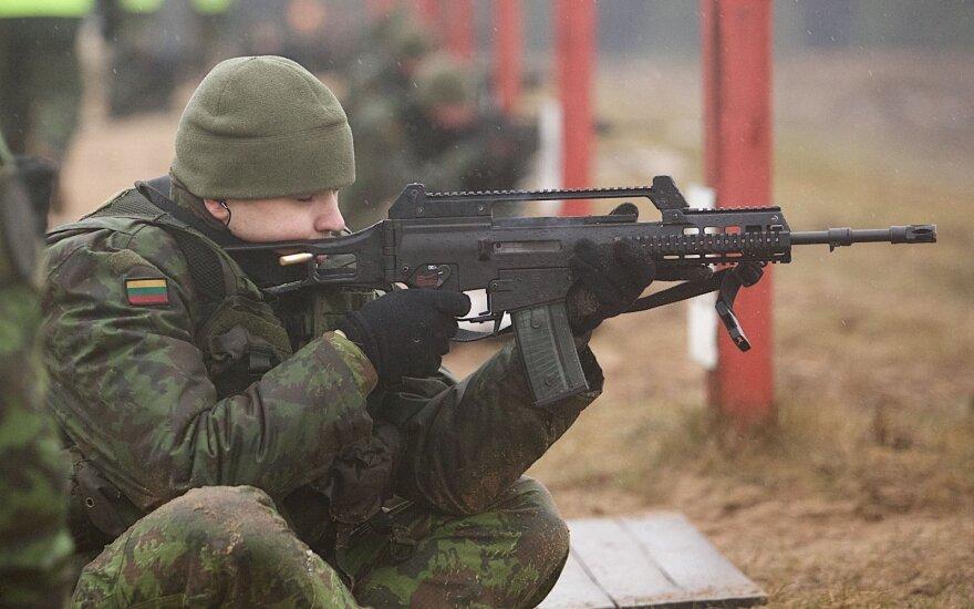 Seimui siūloma mažinti karo prievolininkų amžių iki 21 metų