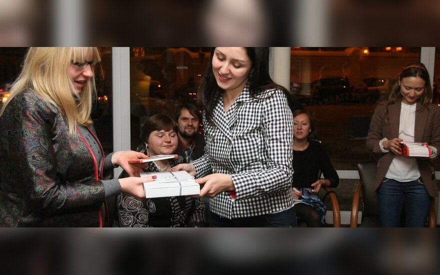 Geriausių laiškų autorių apdovanojimai: DELFI skaitytoja Aurelija ir DELFI komunikacijos vadovė Aistė Žilinskienė