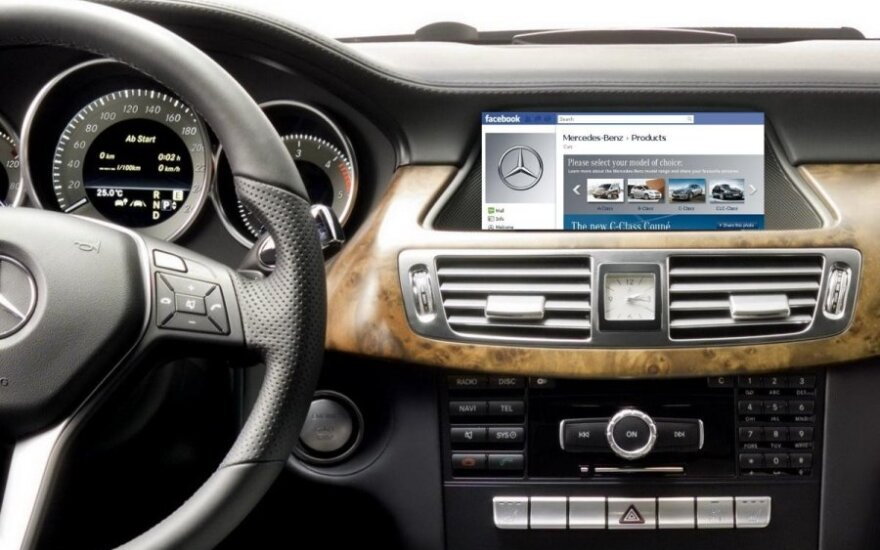 """Automobiliuose ribos """"Facebook"""" ir """"Twitter"""" prieigą"""