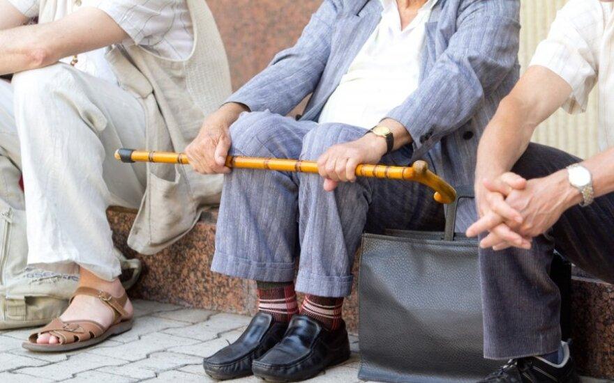 Notarė: testamentas ir dovanojimo sutartis neįpareigoja teikti išlaikymo
