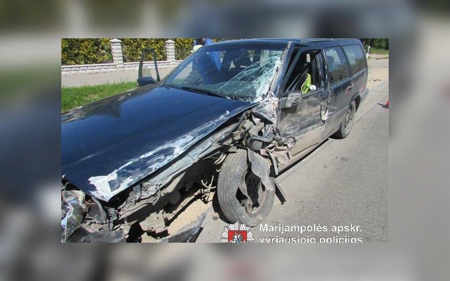 Vilkaviškio rajone prieš eismą išlėkė automobilis