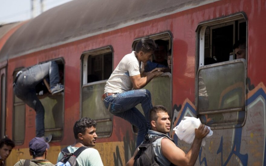 Pabėgėliai desperatiškai bando pasiekti ES