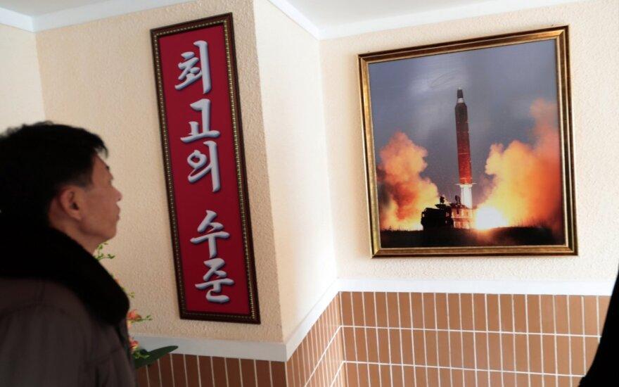 Šiaurės Korėja paleido nenustatyto tipo raketą