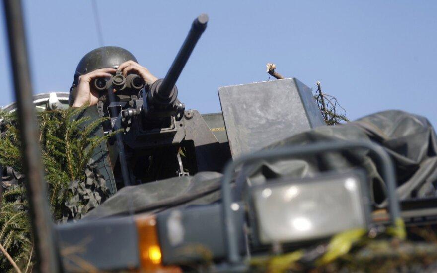 Estijoje vykstančiose NATO pratybose pasirodė Britanijos tankai