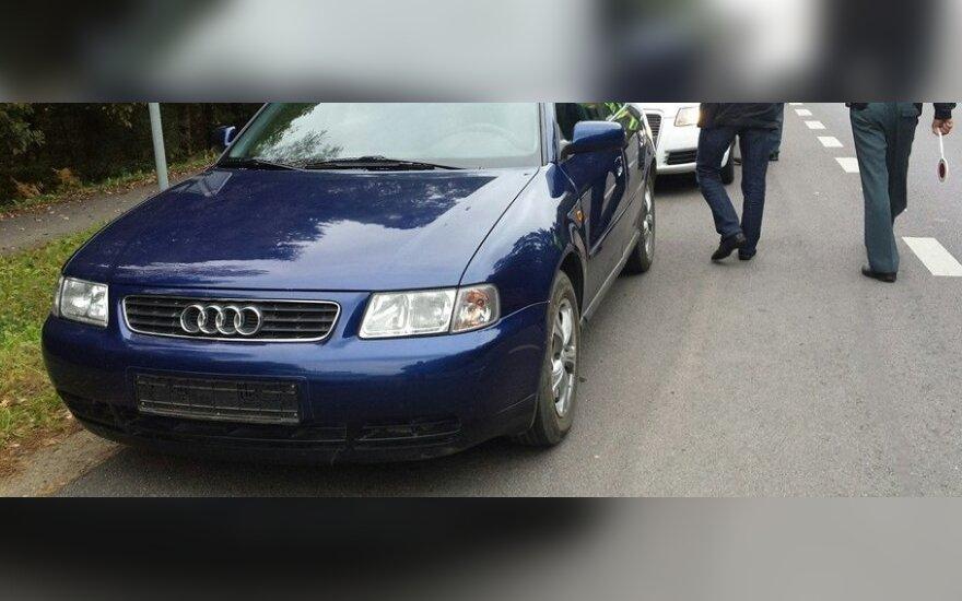 Automobilio numerių netekęs Audi vairuotojas
