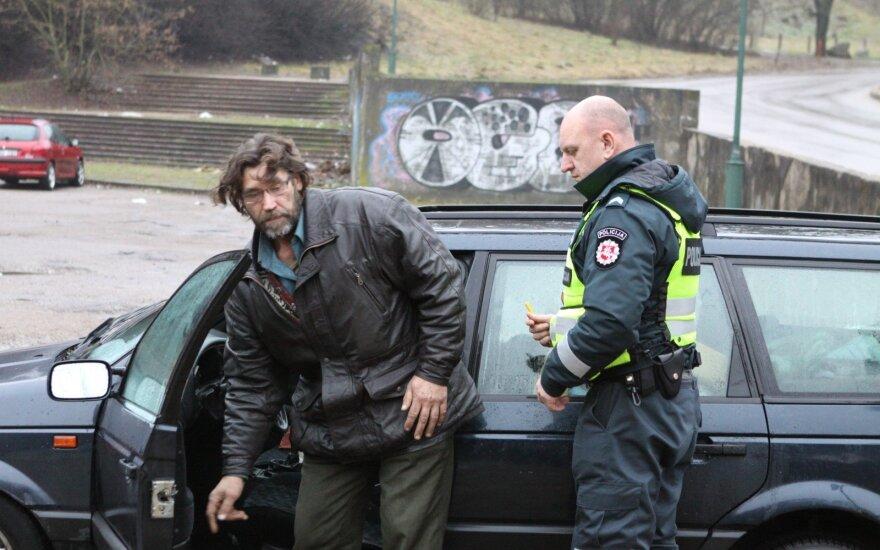 Rytas Vilniuje: vairuotojai tebevažinėja ir girti, ir neturėdami teisės vairuoti