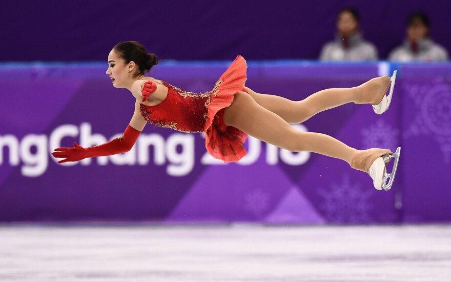 Drama ant ledo: vos balu varžovę aplenkusiai 15-metei iš Rusijos – olimpinis aukso medalis