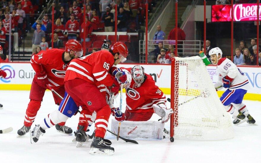 """NHL čempionate – kapitono """"hat-trickas"""" ir lyderių pergalė"""