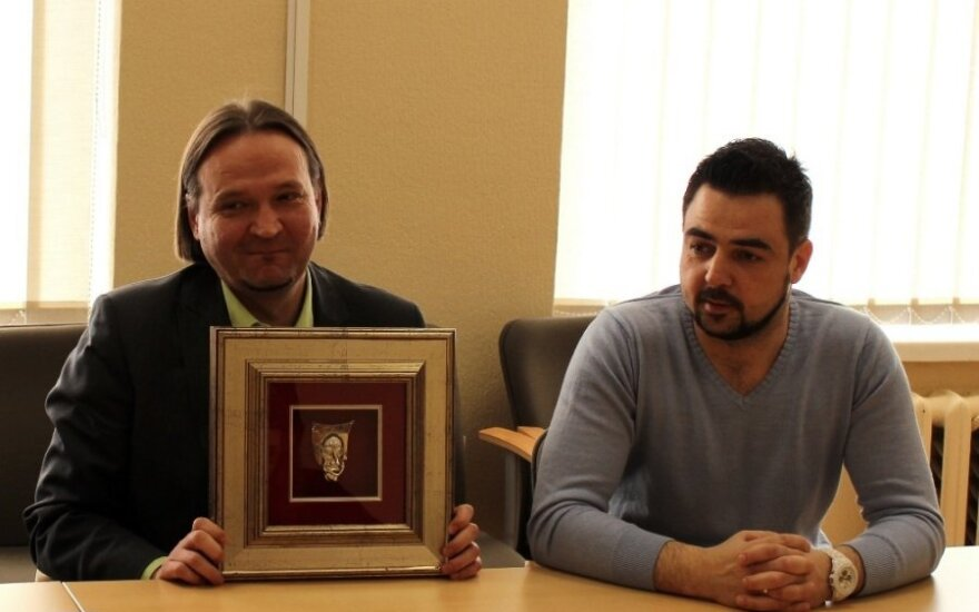 """N. Lendraitis ir V. Kvedaras pristatė """"Padėko kaukių"""" teikimo ceremoniją."""