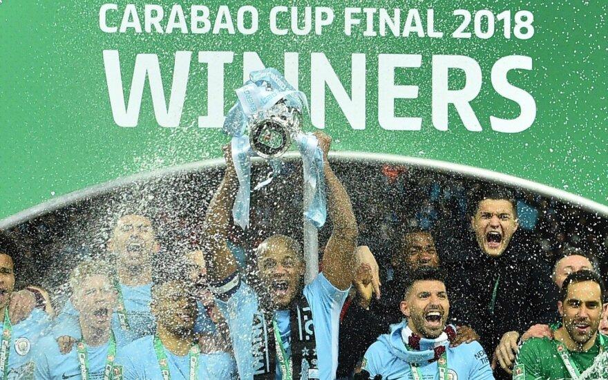 """""""Man City"""" džiaugiasi Anglijos lygos taure."""
