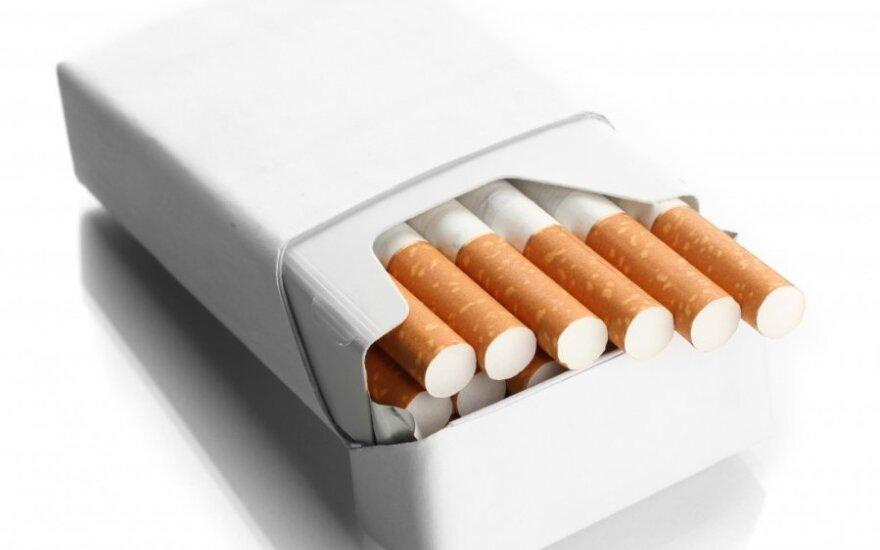 Tyrimas parodė: standartizuoti cigarečių pakeliai skatina atsisakyti rūkymo