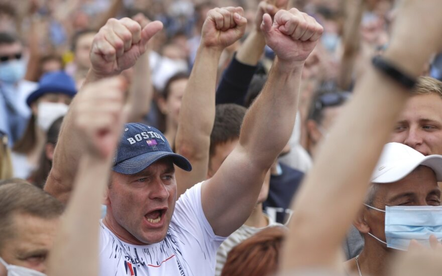 Baltarusijoje tūkstančiai susirinko į kandidatės Tichanovskajos kampanijos mitingą