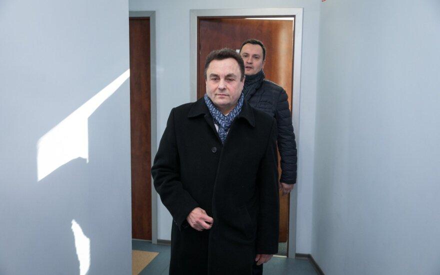 Seimo komisija siūlo tenkinti Pašilio prašymą naikinti Gražulio neliečiamybę